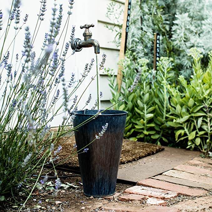 Lights4fun - Fuente decorativa con grifo y cubo de cinc para jardín con luces LED: Amazon.es: Jardín