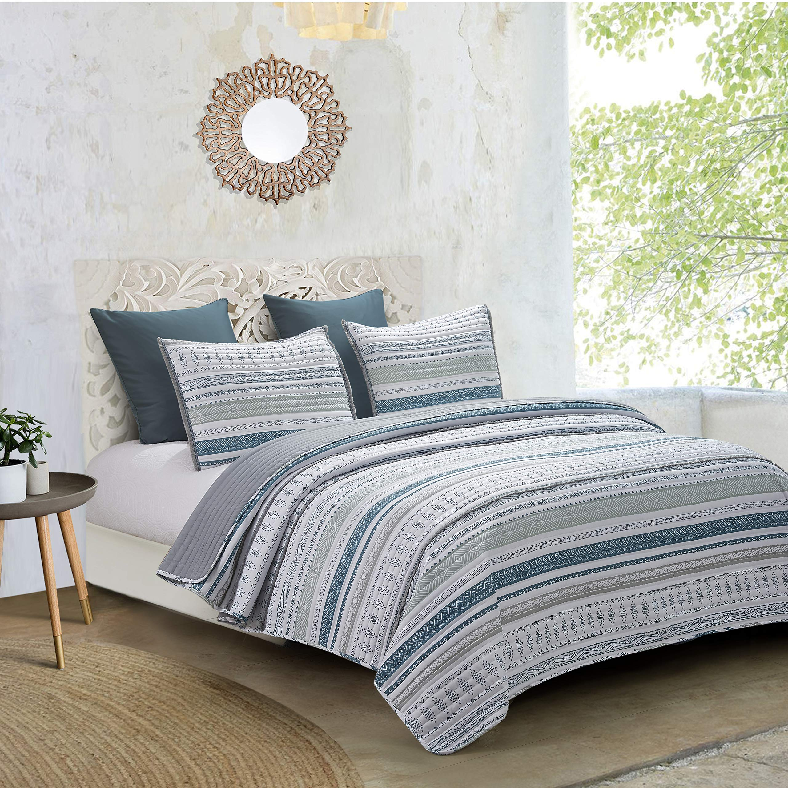 Hedaya Home Fashions Primitive Reversible, Boho Chic Tribal Stripes with Embroidered Fringe, 2-Piece Set with Quilt and Pillow Sham - Twin Blue/Grey
