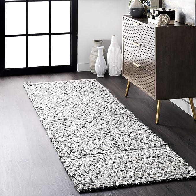 Amazon Com Nuloom Natosha Chevron Indoor Outdoor Area Rug 2 6 X 6 Silver Furniture Decor