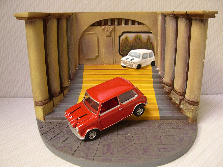 Corgi 1/36 Scale Diorama CC82217 - The Italian Job With Red Mini B0018DE72A