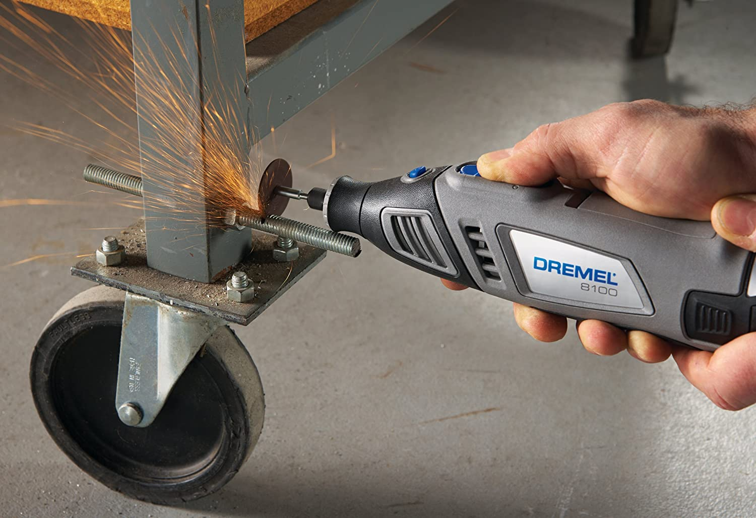 using a Dremel 8100 to cut through a lag bolt