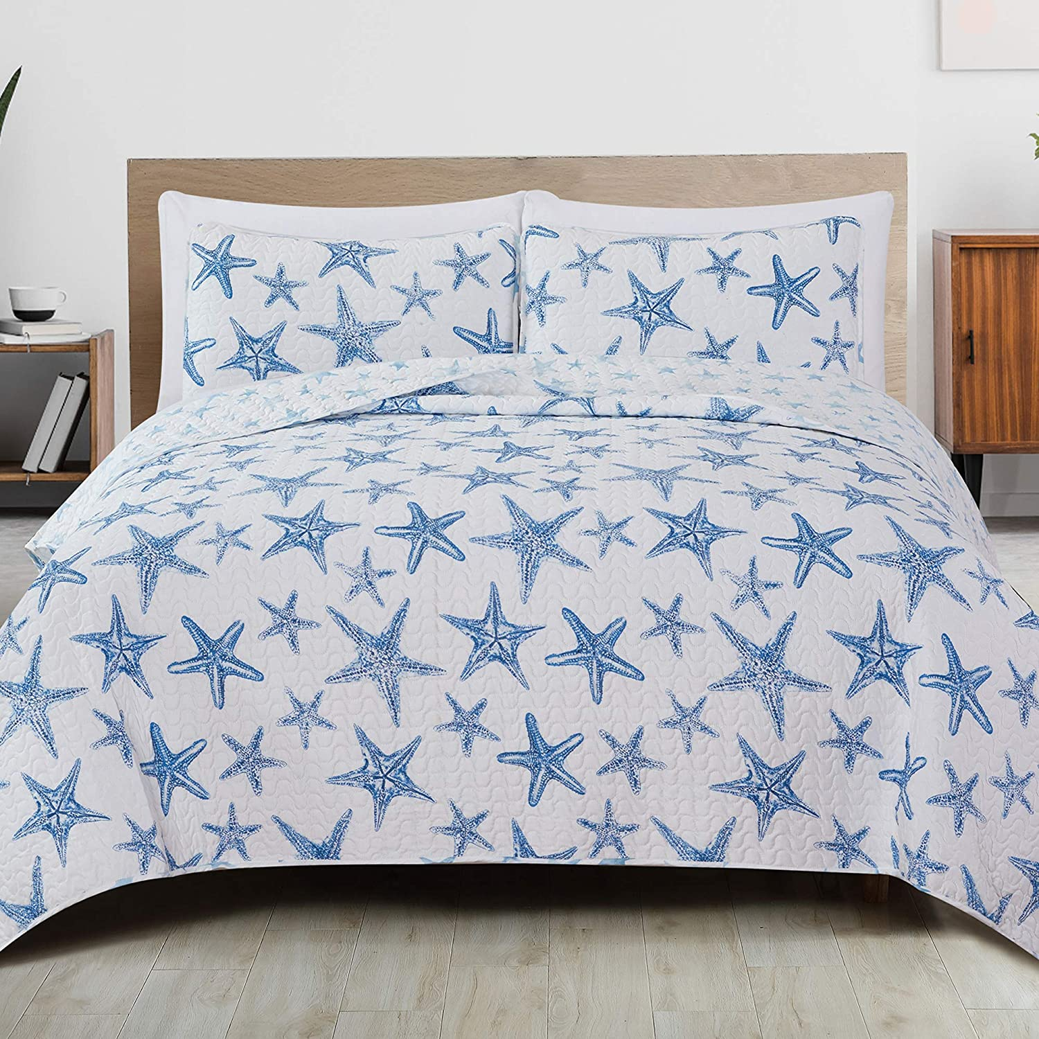 Amazon Com Great Bay Home 3 Piece Reversible Quilt Set With Shams All Season Coastal Beach Theme Bedspread Coverlet Trinidad Collection Full Queen Blue Home Kitchen