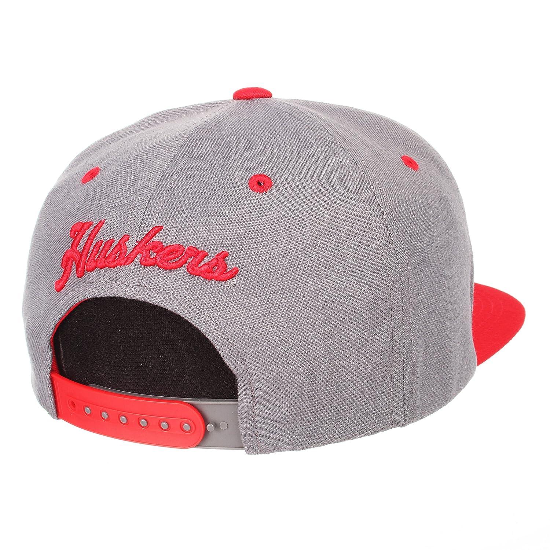 wholesale dealer 48d6e 12840 Amazon.com   ZHATS NCAA Nebraska Cornhuskers Men s Z11 Slate Snapback Hat,  Grey Red, Adjustable   Sports   Outdoors