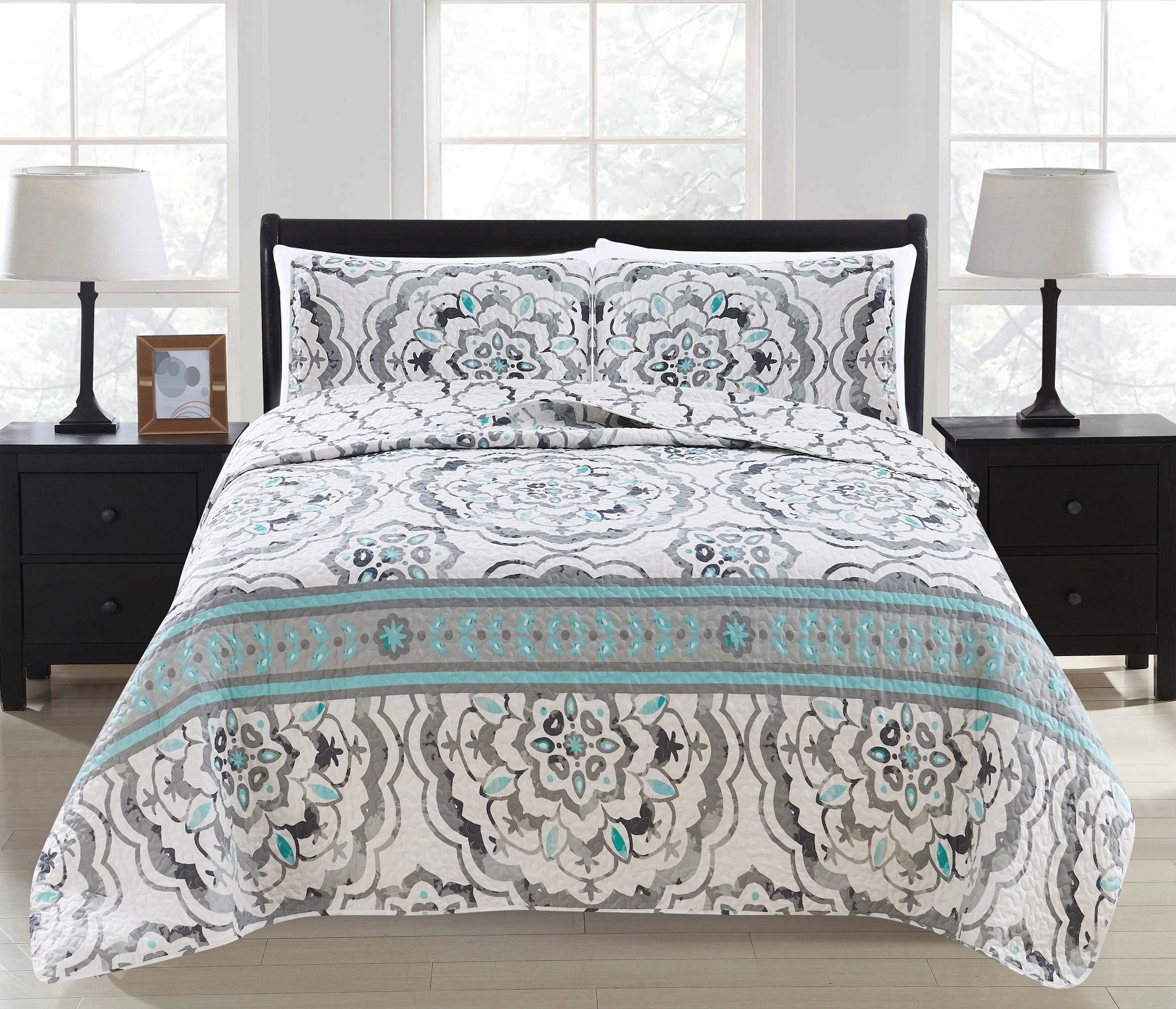 Great Bay Home 3-Piece Printed Quilt Set with Shams. All-Season Cotton-Polyester Bedspread with Abstract Large Scale Geometric Pattern. Farrah Collection By Brand. (Full/Queen, Grey)