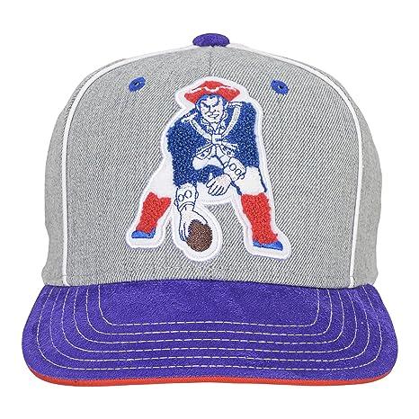 Amazon.com  New England Patriots Adidas Youth Retro Logo Snapback ... 89341dc4e47