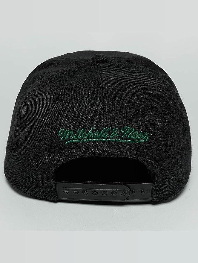 Mitchell   Ness Mujeres Gorras Gorra Snapback Raised Perimeter Boston  Celtics  Amazon.es  Ropa y accesorios 9de32a10ee8