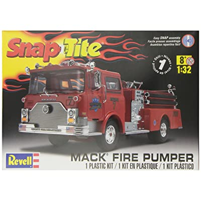 Revell 1:32 Mack Fire Pumper: Toys & Games