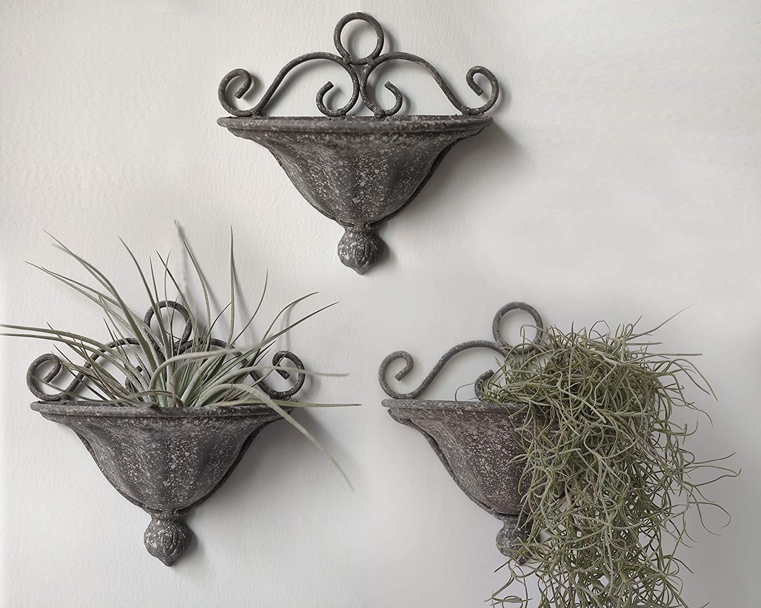 RISEON 3 PCS Vintage Iron Hanging Wall Planter, Farmhouse Wall Hanging Planter Basket Plant Flower Wall Pocket Holder Decor for Garden Porch Balcony Indoor Outdoor Herbs, Faux Succulents, Air Plants
