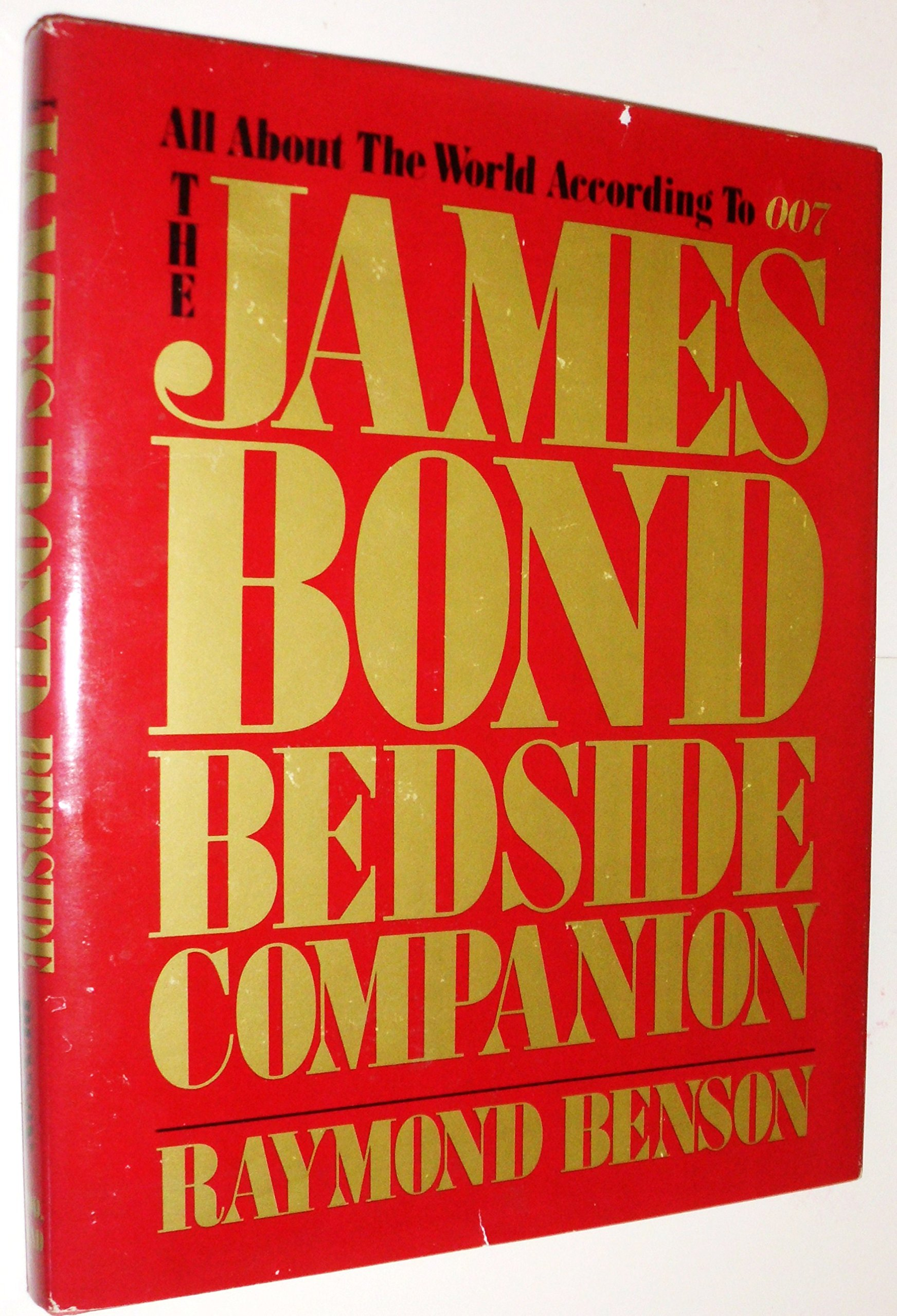 The James Bond Bedside Companion: Raymond Benson: 9780396083832:  Amazon.com: Books