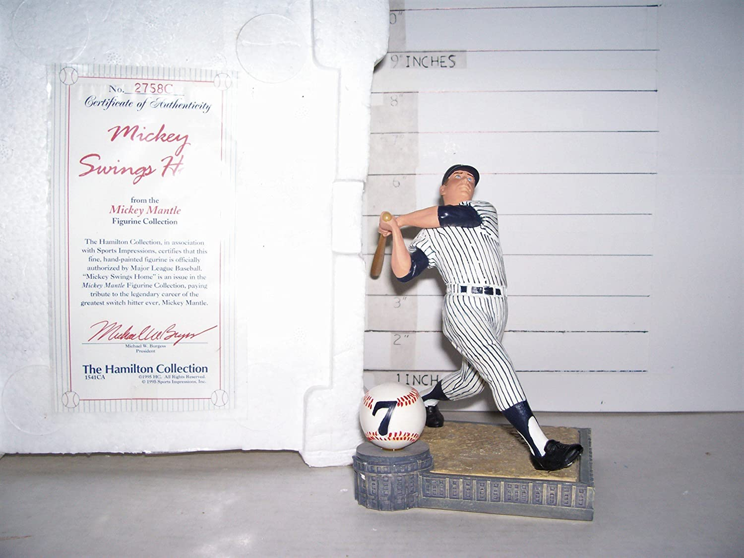 1995 MICKEY MANTLE HAMILTON COLLECTION'MICKEY SWINGS HOME' FIGURINE MINT