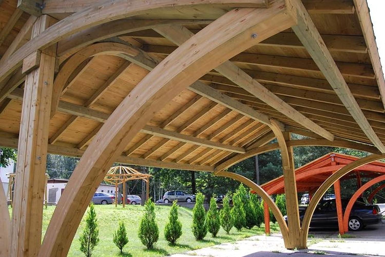 Jardín Verde - Cochera Doble de Madera