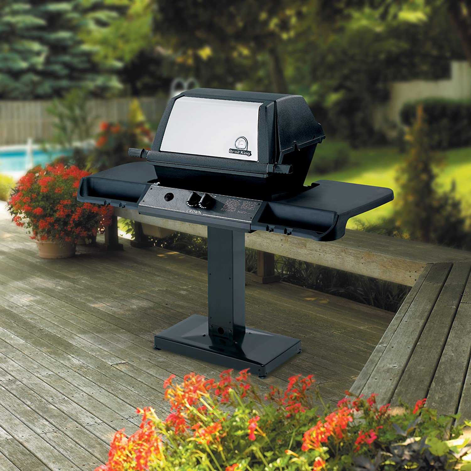 Broil King Model 94628 Crown 20 Post-Style Natural Gas Grill Review