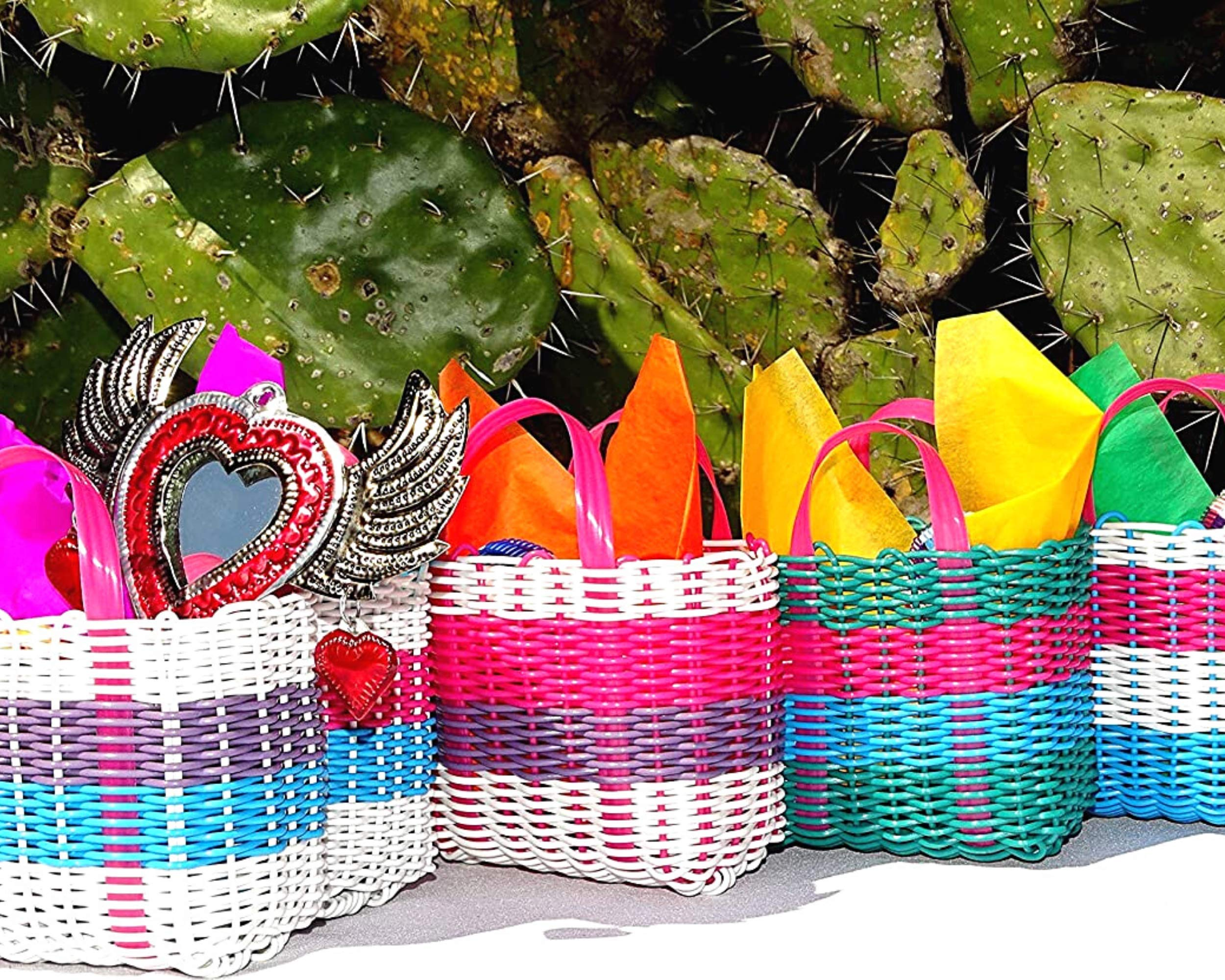 Mexican Candy Bags for Fiestas, Set of 5 Mini Mercado Totes, Fiesta Party Favors, Mexican Party Decorations, Coco Cinco de Mayo Party Supplies, Authentic Mexican Gift Bags Small, Bolsitas para Dulces