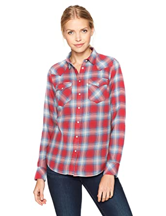 5b81b67b6ee Levi s Women s Tailored Classic Western Shirt at Amazon Women s ...