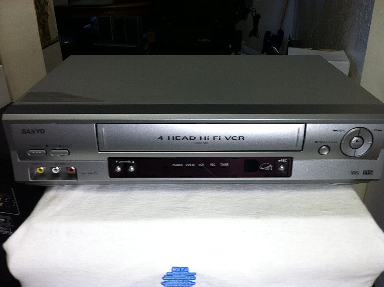 Sanyo VWM-900 VCR grabadora de video casete 4 cabezales reproductor estéreo VHS con tecnología TVG. Dispositivo con calificación Energy Star. Funciona muy bien. Viene con cable A/V para conexión de TV: Amazon.es: