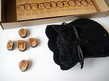 Futhark-Vikinger-Runen aus Holz, authentisch verbranntes Design ...