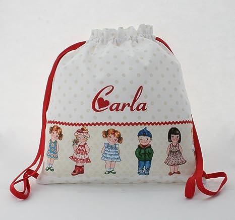 Bolsa mochila muñecas, en tela pique blanco topos camel, personalizada con nombre. /