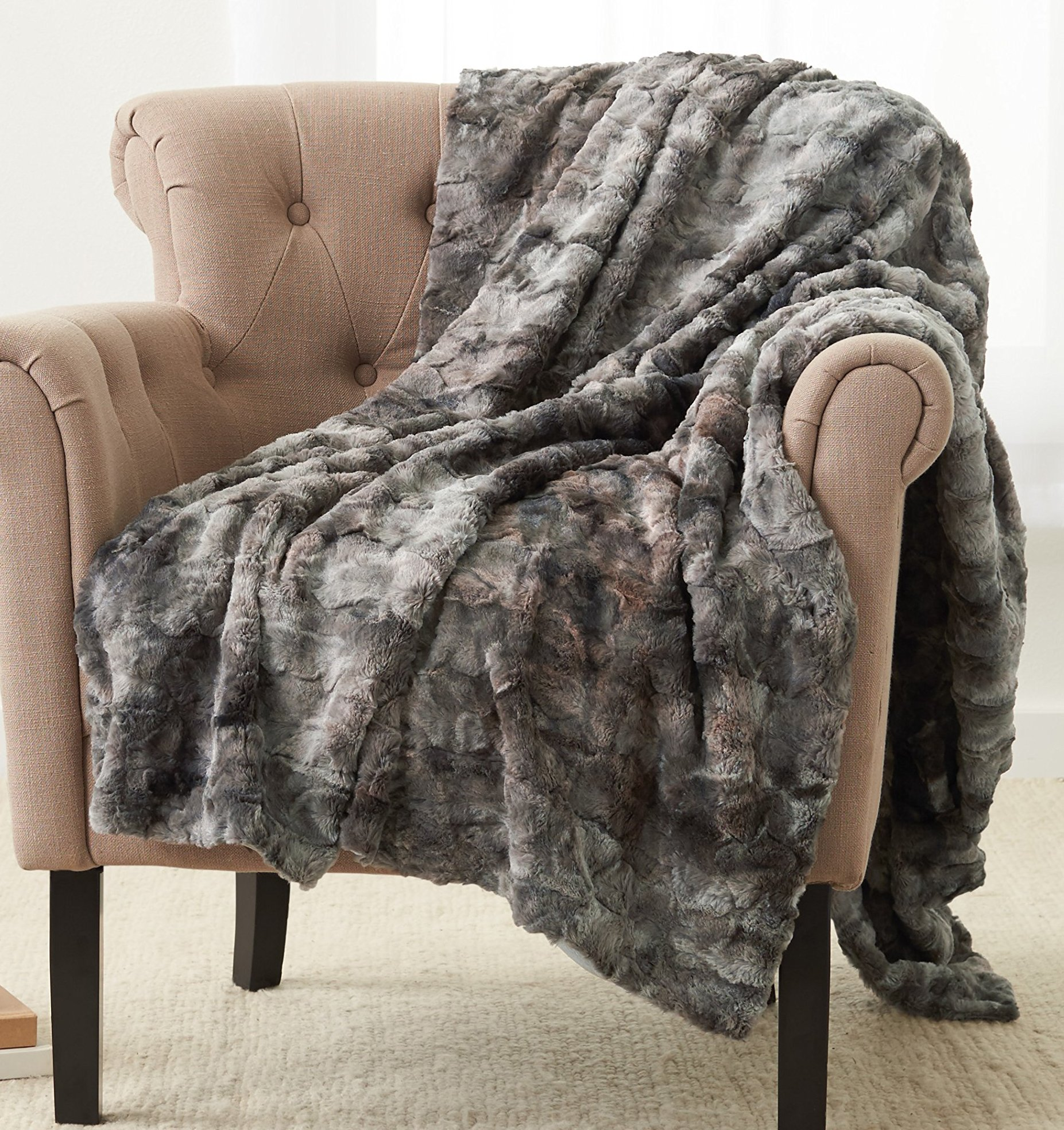 Pinzon Faux Fur Throw Blanket - 63 x 87 Inch, Frost Grey by Pinzon by Amazon