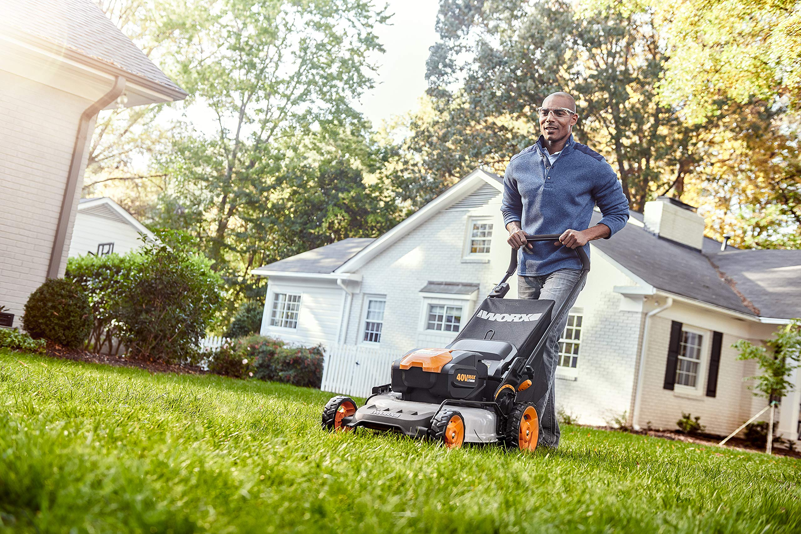 "WORX WG751 40V 19'' Cordless Lawn Mower, 2 Batteries & Charger Included, Black and Orange 6 Our 20"" 40V PowerShare mower comes with 2 rechargeable 20V 5.0Ah batteries that deliver 40V of rugged mowing power Steel makes all the difference. It lasts longer and performs better on undulating terrain. And with 20"" of it, you'll make fewer passes on your lawn Worx Power Share is compatible with all Worx 20v and 40v tools, outdoor power and lifestyle products"