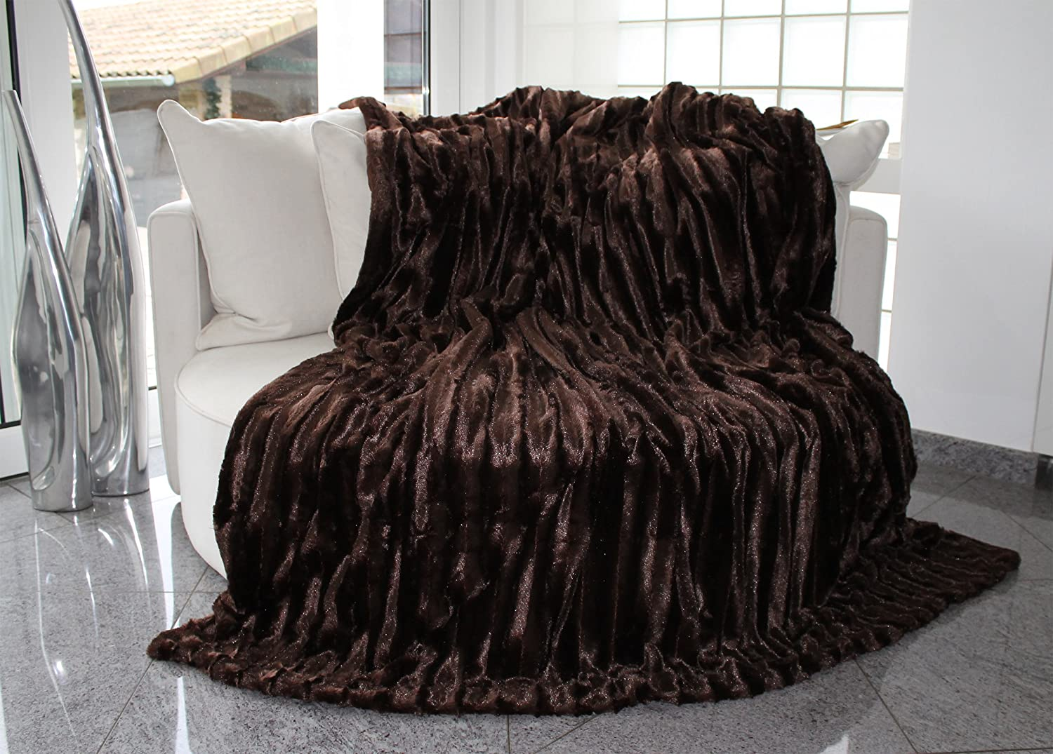 Brandsseller - Luxury Bed Blanket Throw Throwover Bedspread Bedcover - Faux Fur optics on both sides - Size: 150x200 cm - color: Black