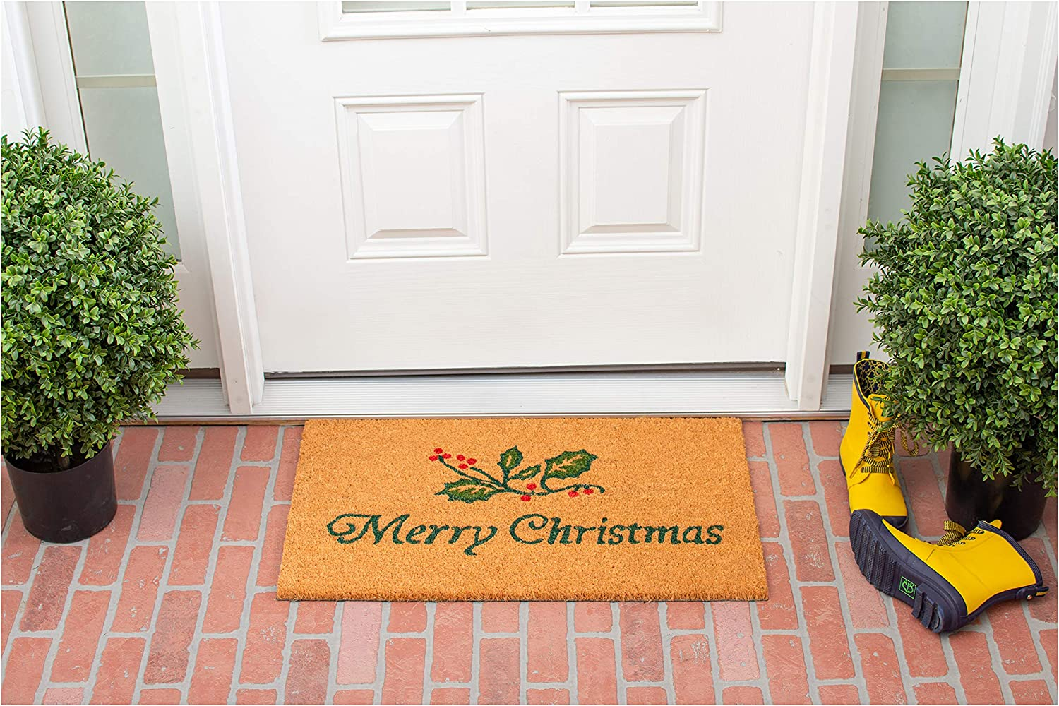 Amazon Com Calloway Mills 101882436 Christmas Holly Doormat 24 X 36 Home Kitchen