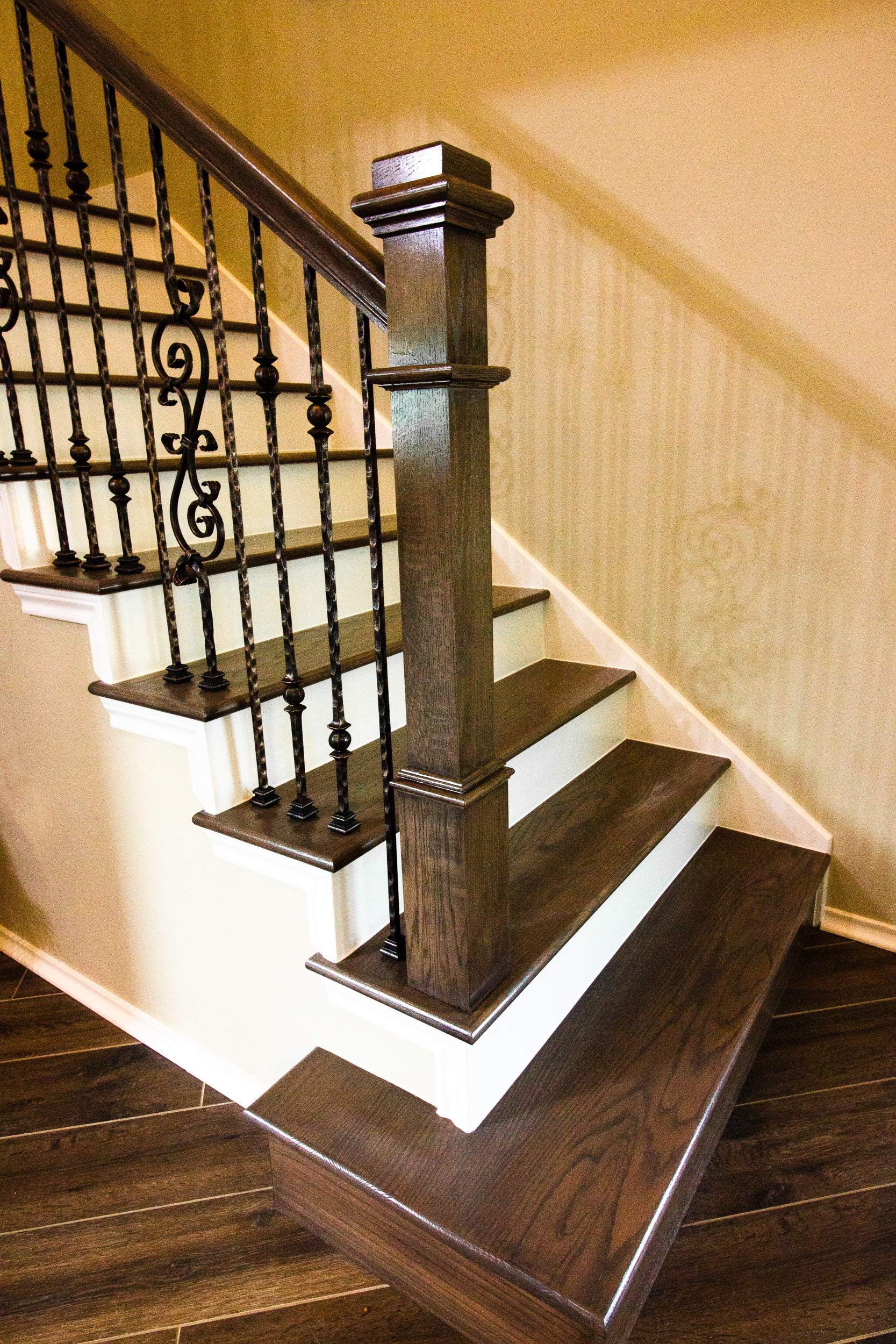 Red Oak 961-56 4-1/2 inch Plain Contemporary Style Wood Box Newel Post for Stair Remodeling by House of Forgings