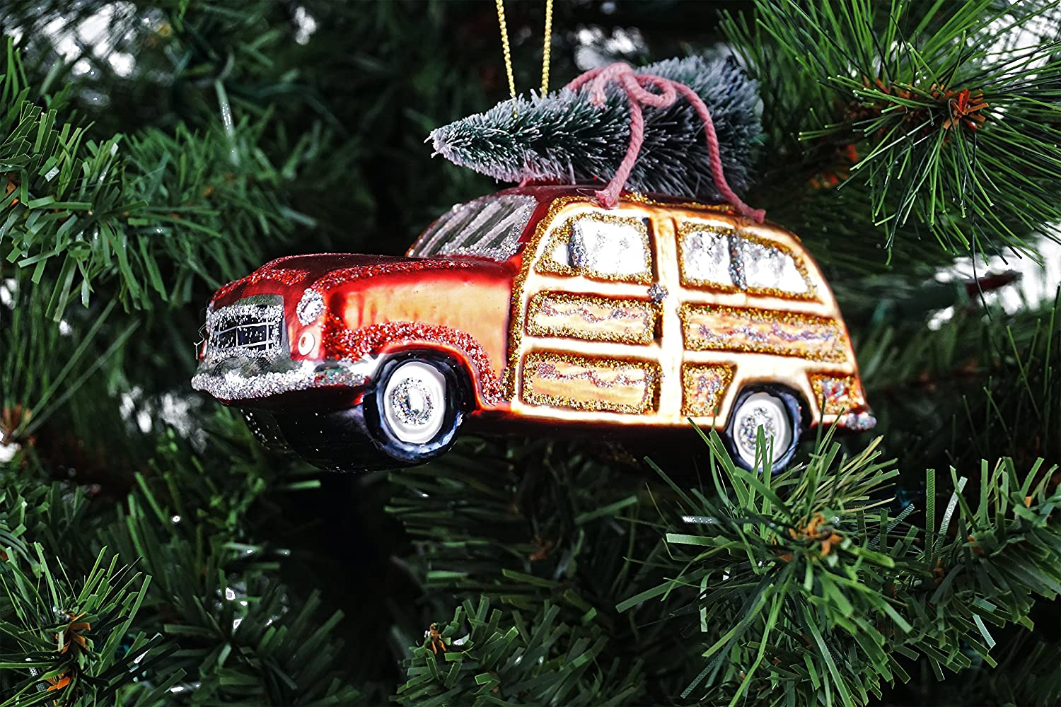 amazoncom gerson christmas vacation woodie car carrying tree hanging christmas ornament home kitchen - Woodies Christmas Decorations