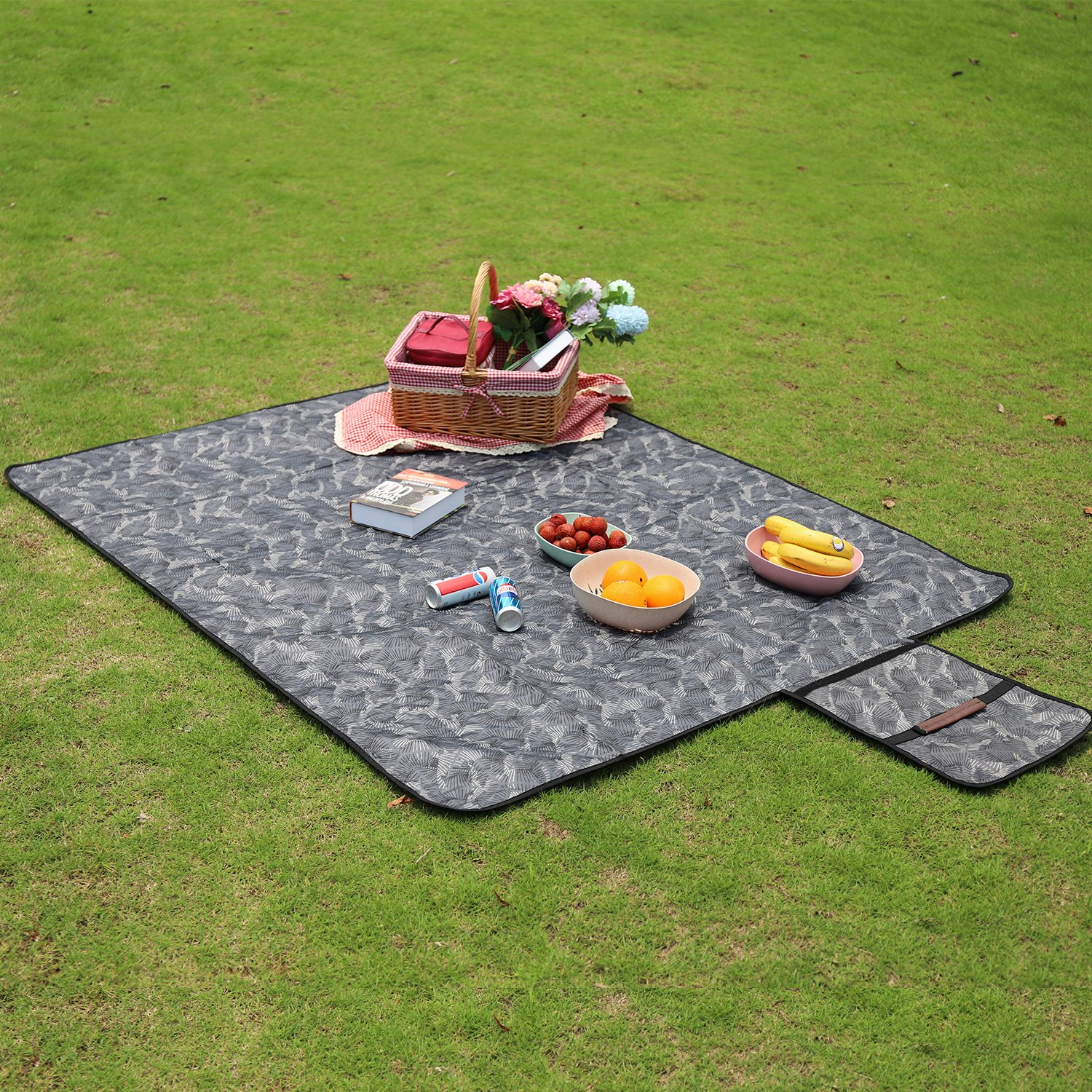 150D Polyester, Cotton and 210 D Oxford Camping Blanket Beach Mat Sand Proof Blanket Composed of Three Layers Sekey Machine Washable Outdoor Picnic Blanket Large Waterproof 67 x 55