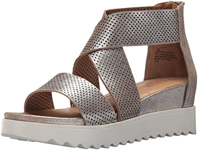 fe6f4166c61 Amazon.com  STEVEN by Steve Madden Women s Nc-Klein Sandal  Shoes
