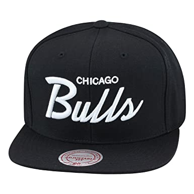 cc62951a3d5dd Amazon.com  Mitchell   Ness Chicago Bulls Snapback Hat All Black ...
