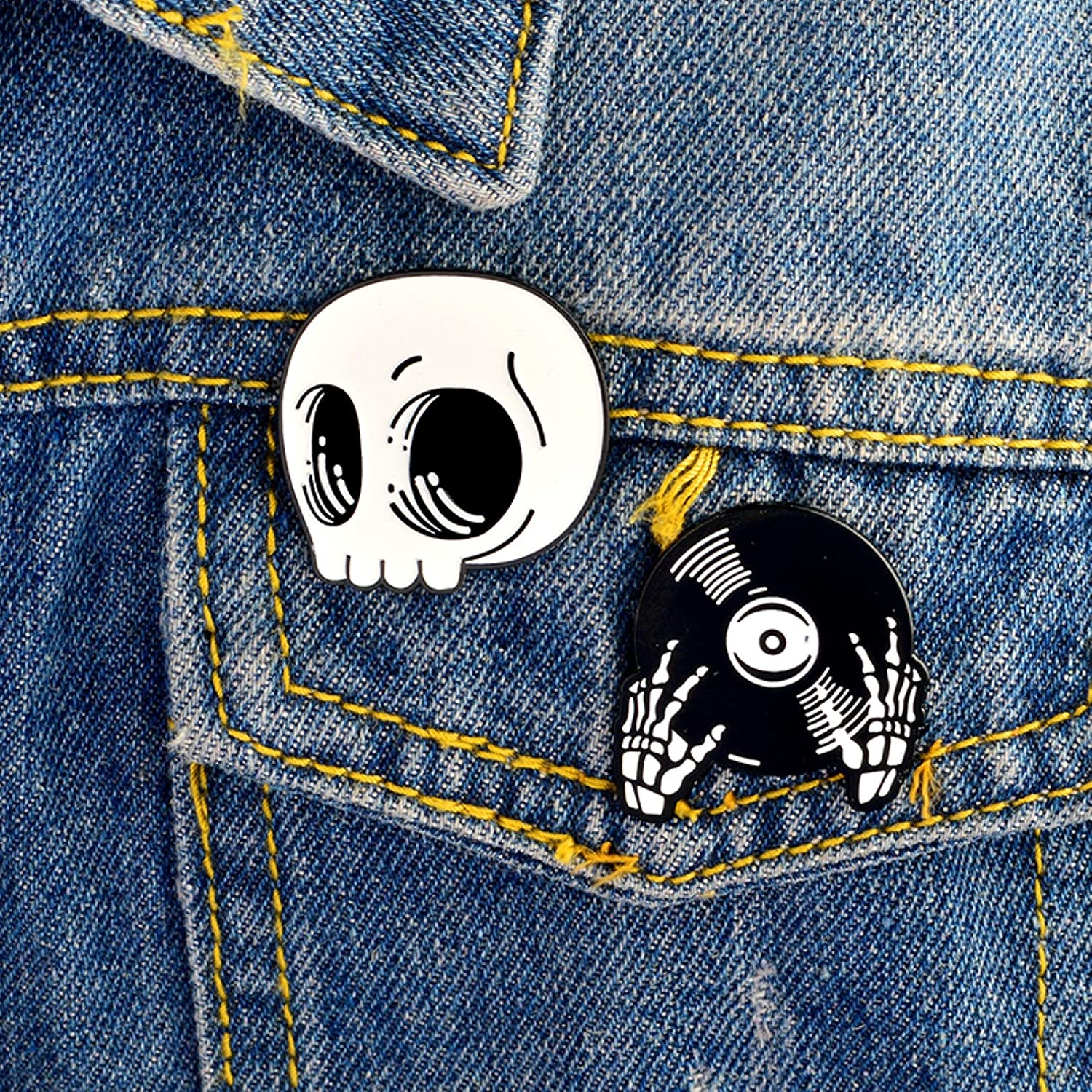 2pcs/Set Skeleton Record Hands Enamel Pin DJ Skull Brooch Jeans Pin Hat Buckle Shirt Badge Dark Punk Jewelry Gift for Friends ptk12