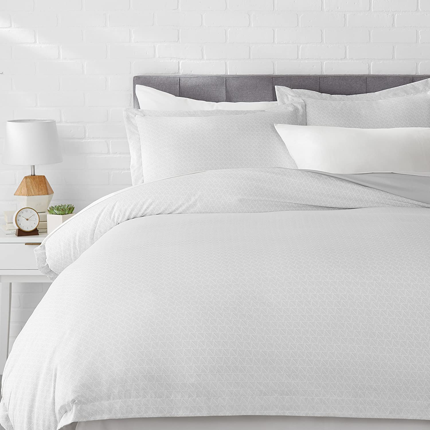 AmazonBasics Light-Weight Microfiber Duvet Cover Set with Snap Buttons - King, Grey Crosshatch