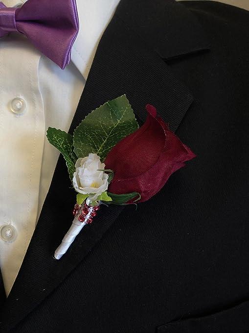 Amazon.com: Boutonniere – Borgoña Rosebud con flor blanca de ...
