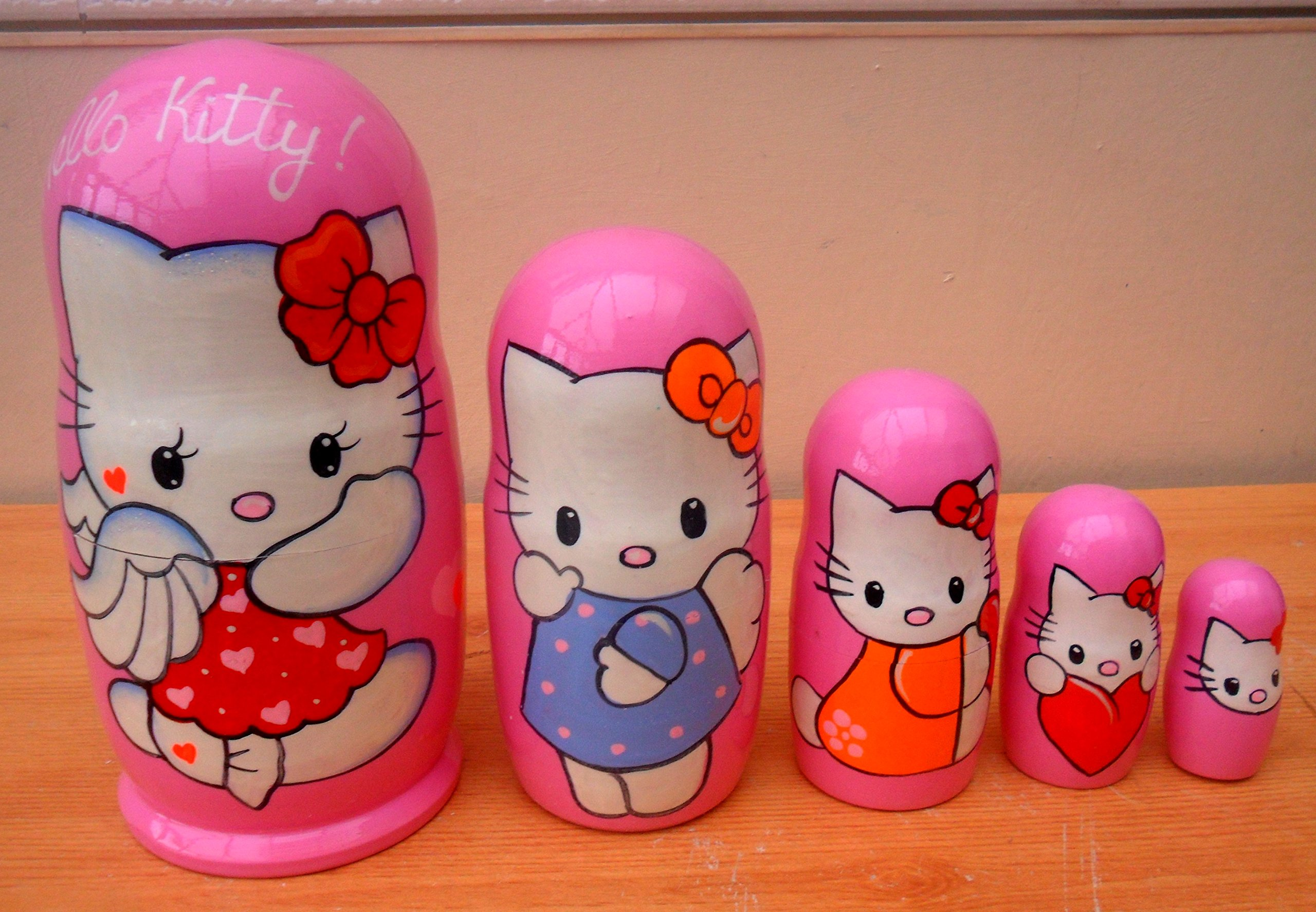 ''Hello Kitty'' Russian nesting Doll Set of 5 piece. Hand-painted in Russia.
