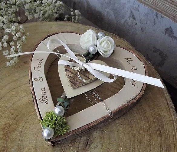 corazón de madera titular del anillo para anillos de boda con nombres de boda