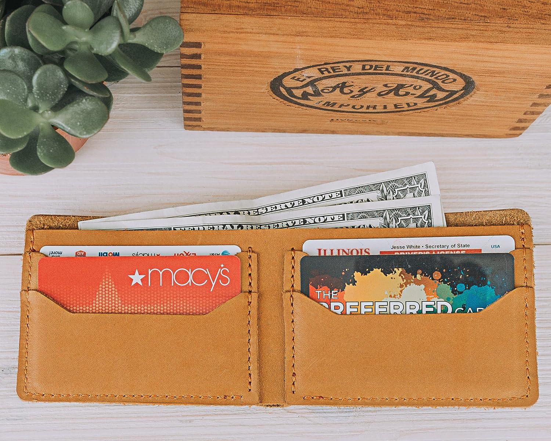 f04dec9a6b5 Amazon.com  Pegai Minimalist Classic Bill-fold Wallet
