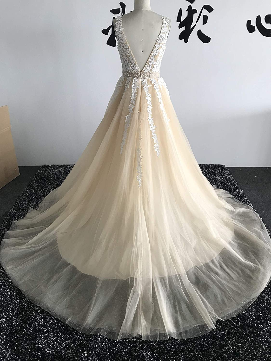 1c6ab7df3 Abaowedding Women's Wedding Dress for Bride Lace Applique Evening Dress V  Neck Straps Ball Gowns at Amazon Women's Clothing store: