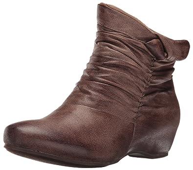 BareTraps Womens Sakari Closed Toe Ankle Fashion Boots, Mushroom, Size 5.0