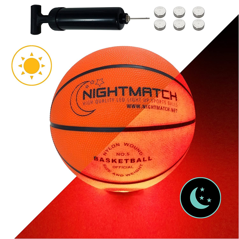NIGHTMATCH Leucht-Basketball mit BALLPUMPE und ERSATZBATTERIEN - Junior Edition - Größe 5 - Toller Kinder-Basketball Ball - Helle, Sensor-aktivierte LED-Beleuchtung - Offizielle Größe & Gewicht Amatopia Labels UG