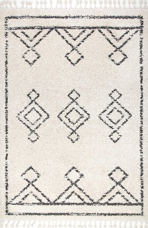Shop nuLOOM Mackie Moroccan Diamond Tassel Shag Area Rug, 4' x 6', Off White from Amazon on Openhaus