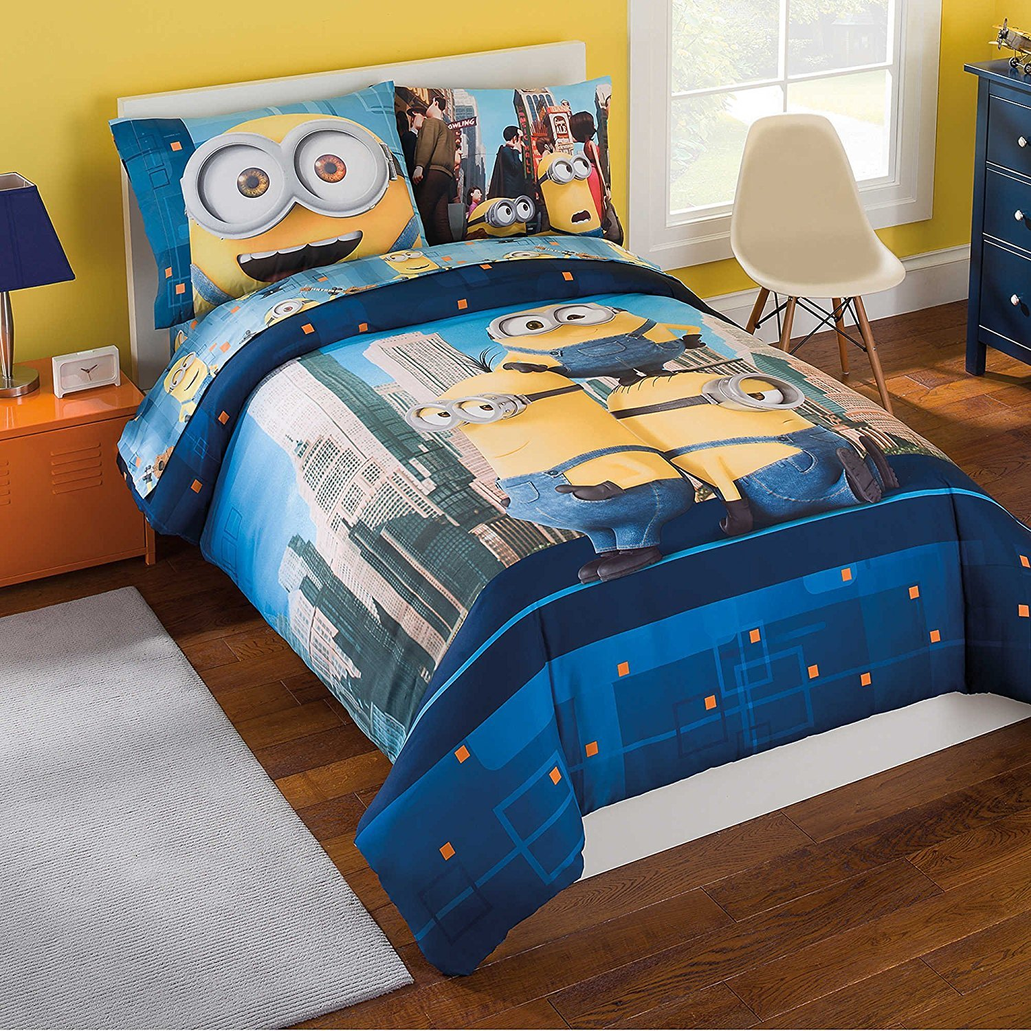 Minions Reversible Bed Set Comforter 6 Piece Sheet, Full Size