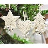 Victor's Workshop Conjunto de 6 adornos de decoración de Navidad adorno de Navidad de metal colgante de marfil Corazones de metal retro rústicos estrellas de los árboles colgante con pajarita de seda y campanas