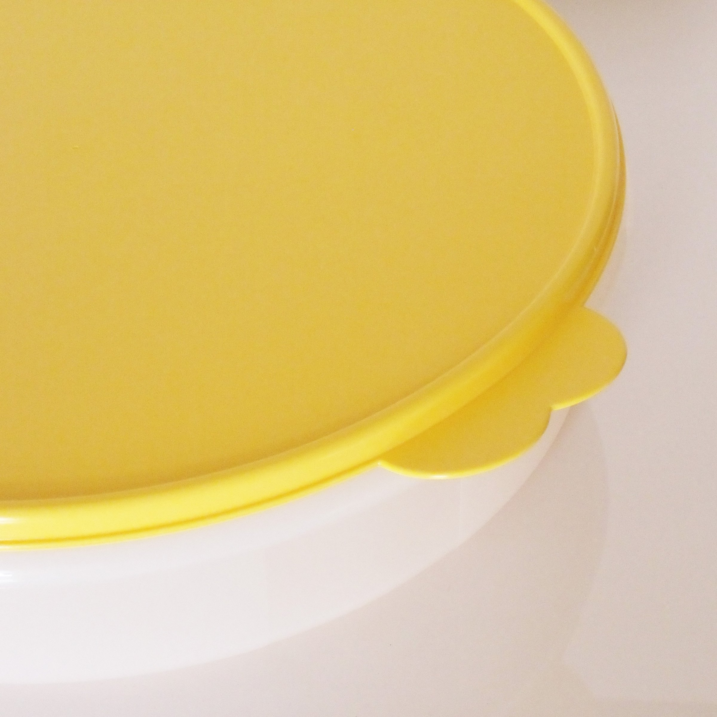 Tupperware 12'' Round Pie Keeper. White with Yellow Seal by Tupperware (Image #1)