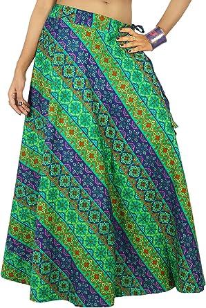Las mujeres usan ropa de la playa de la falda larga de algodón ...