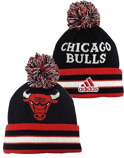 Amazon.com   Youth Chicago Bulls Head Logo Cuffed Knit Pom Hat ... f3bffb5644e
