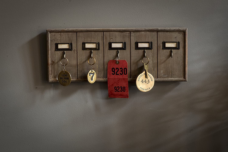 Amazon.com: Vagabond clásico, rústico clave rack: Office ...