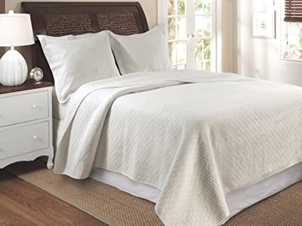 Amazon.com: Greenland Home Vashon King Quilt Set, Ivory: Home ... : ivory quilts - Adamdwight.com