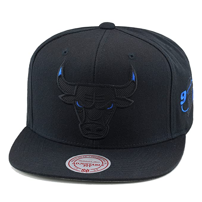 b9a735f53b9 Mitchell & Ness Chicago Bulls Snapback Hat Black/Blue Eye/Ballistic Nylon:  Amazon.ca: Clothing & Accessories