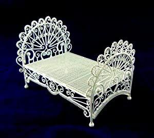 Dolls House Miniature 1:12 Bedroom Furniture White Wire Wrought Iron Peacock Bed by Vanity Fair