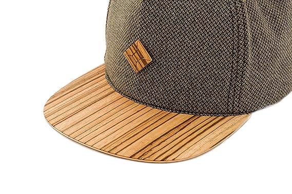 effbbf232647b Amazon.com  AUSTRA Wood Brimmed Snapback hat Green  Clothing